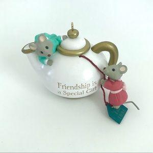 Vintage 90's Hallmark Christmas tea mice ornament